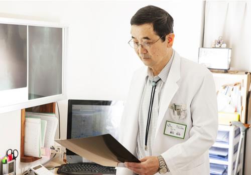 医療法人こうあんの院長である葺石安利の写真